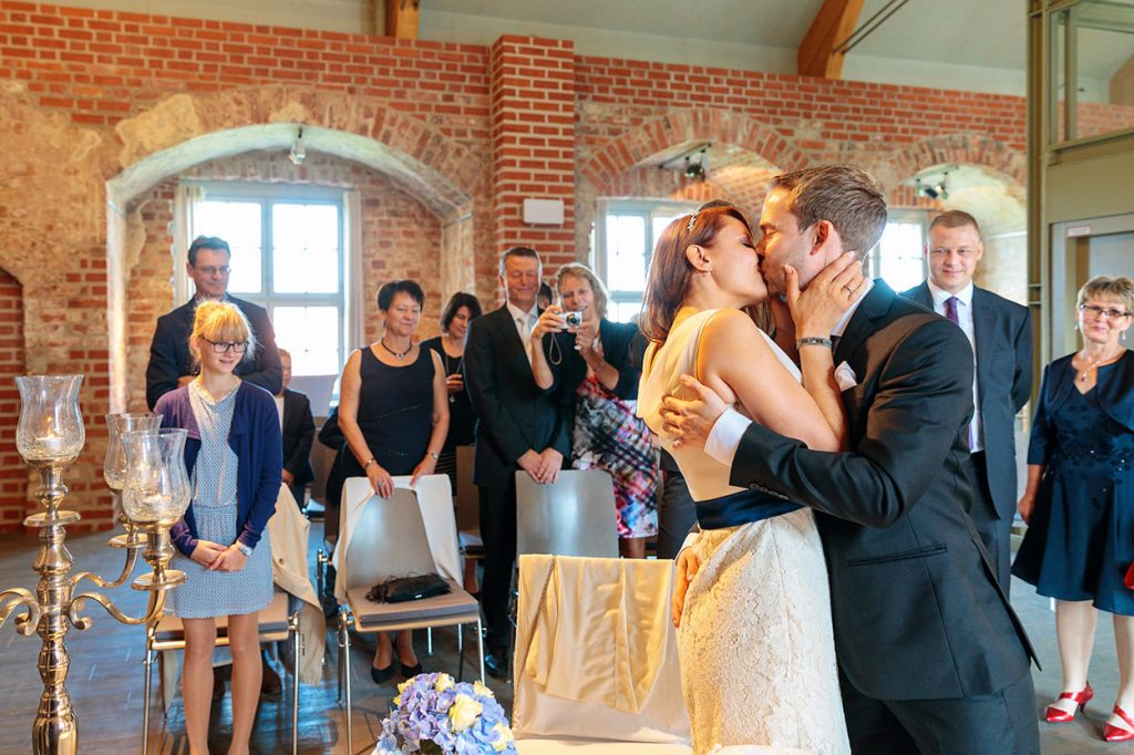 """""""Sie dürfen die Braut nun küssen!"""""""