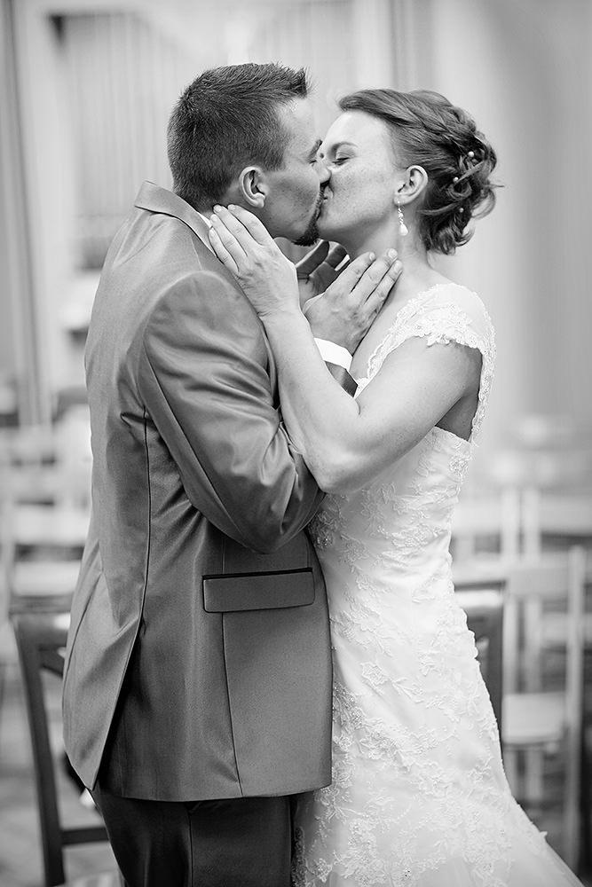 Der Kuss der den Bund der Ehe besiegelt