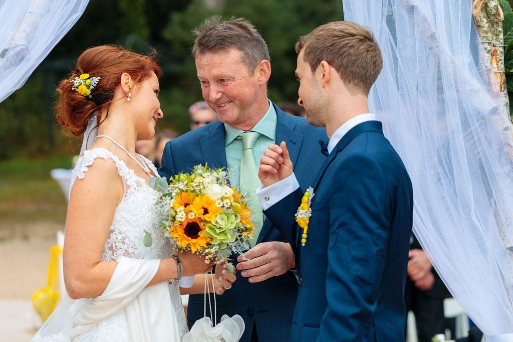 Der Brautvater wünscht seiner Tochter alles Liebe
