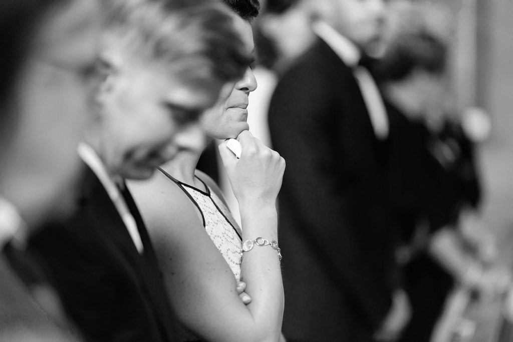 Und kein Auge bleibt trocken bei der Ankunft der Braut