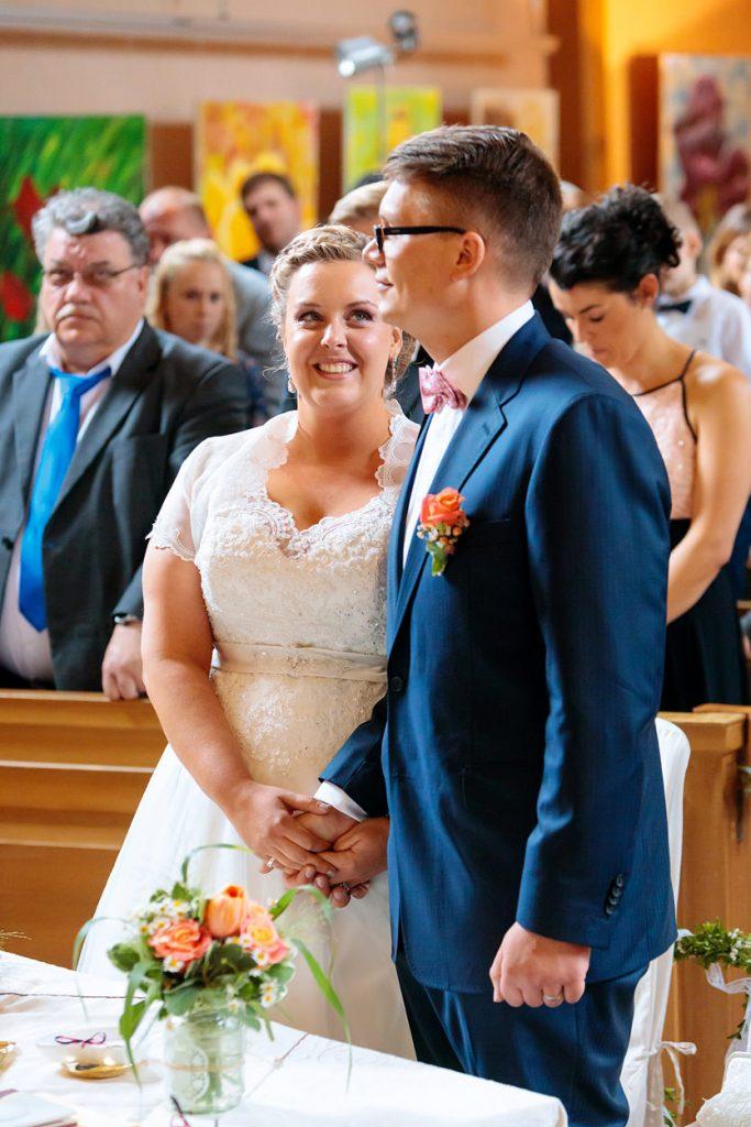 Liebevoller Blick der Braut zu ihrem Bräutigam