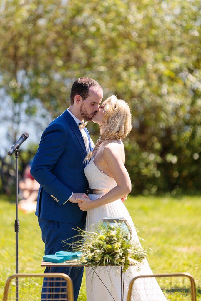 Sie dürfen die Braut nun küssen!