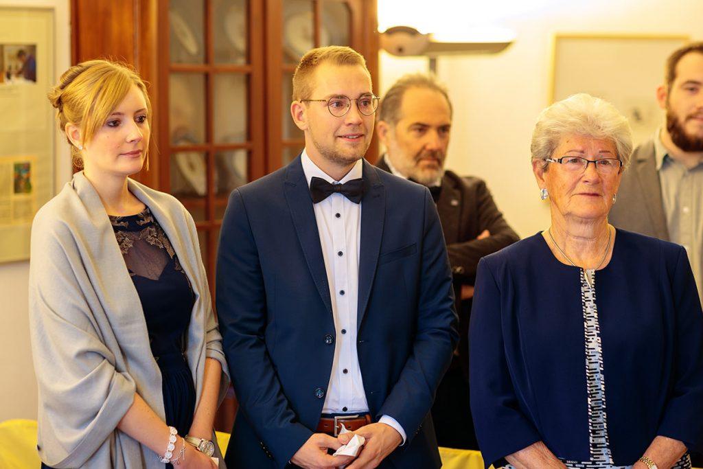 Gerührte Blicke beim Einzug der Braut