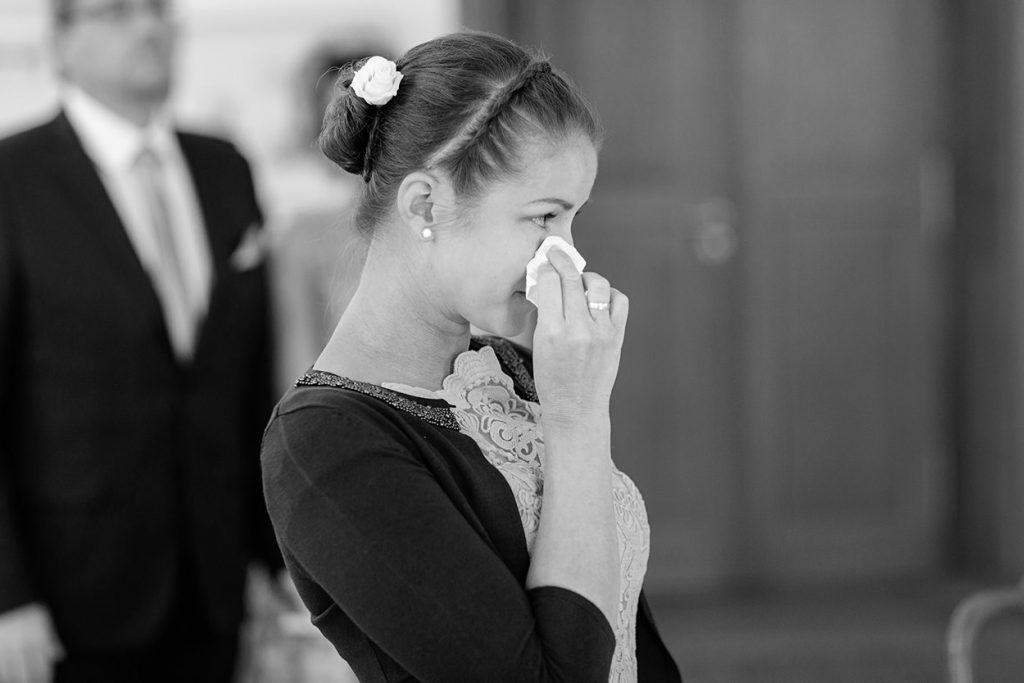Freuden Tränen fließen während der Ankunft der Braut im Trauungsraum von Schloss Reckahn