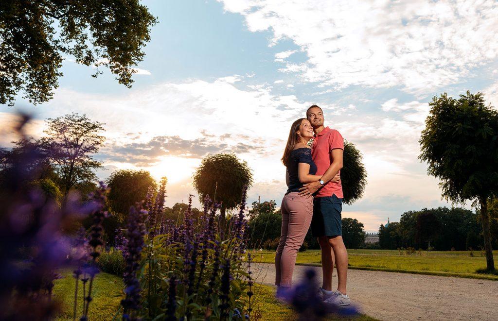 Verlobungsfotos im Park Sanssouci bei Sonnenuntergang