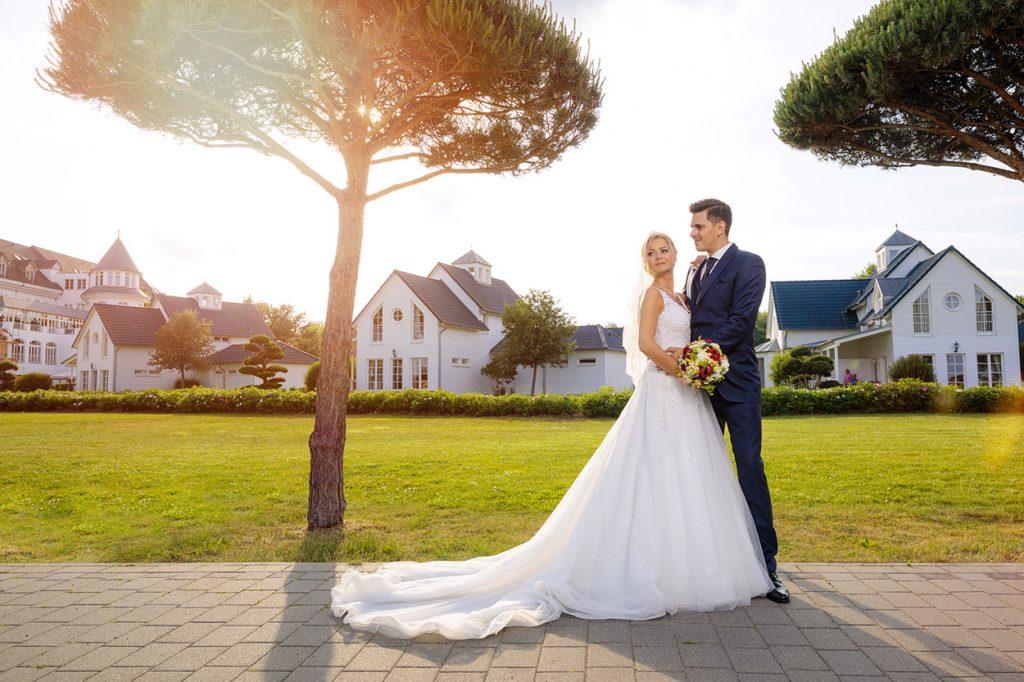 Das Brautpaar nach der freien Trauung in Petzow am darauffolgenden Samstag