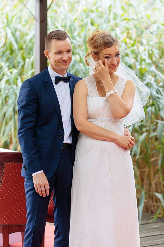 Das Brautpaar während der Trauung