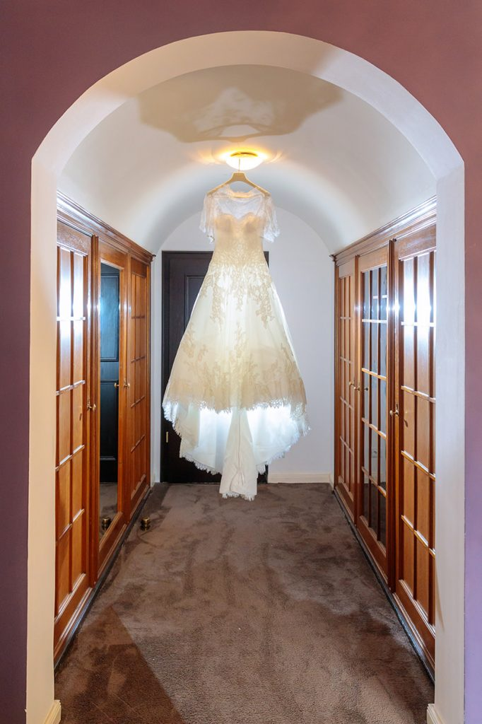 Das Brautkleid in schönstem Licht in Schloss Kartzow