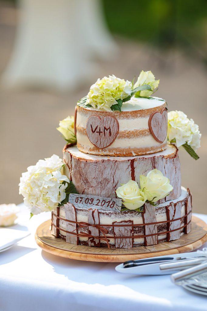 Die Hochzeitstorte wurde als besonderes Geschenk von der Trauzeugin gebacken