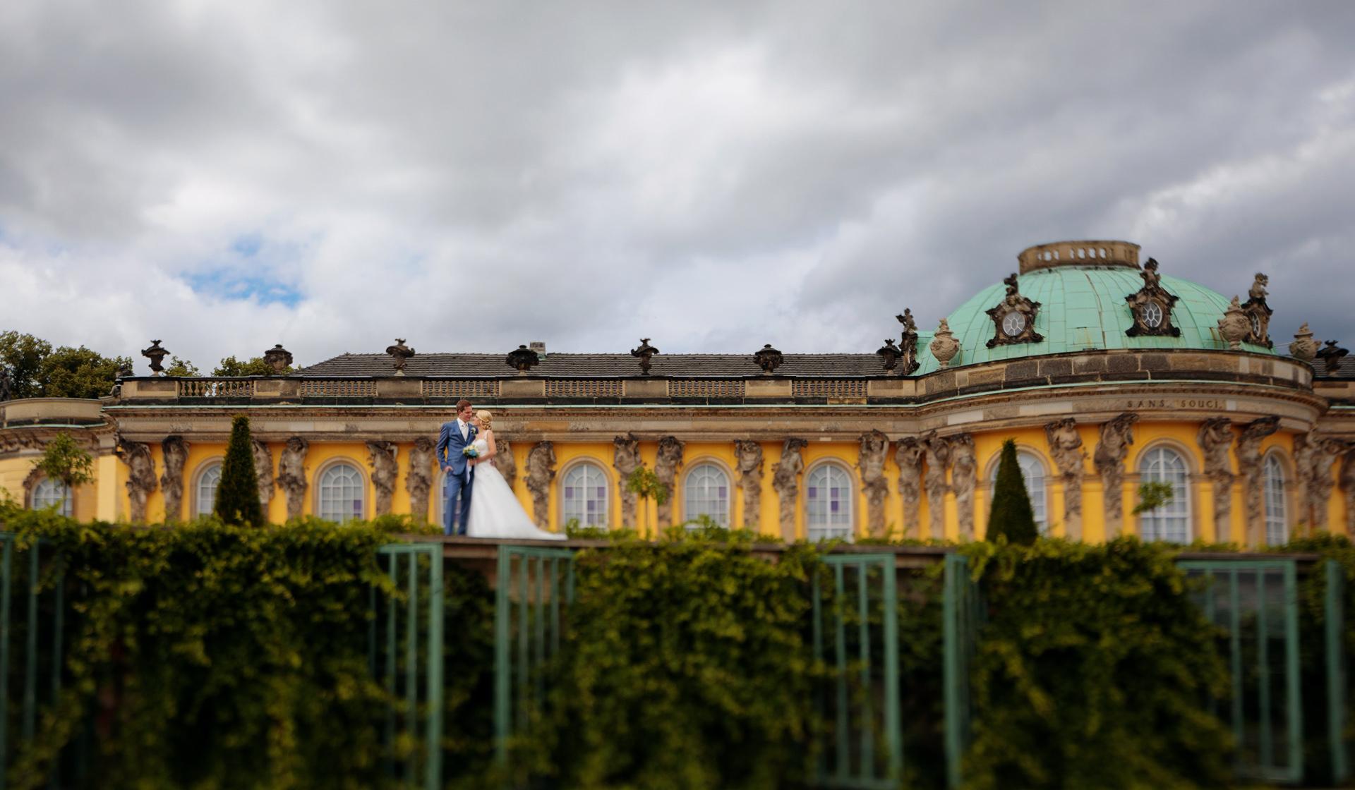 Hochzeitsfoto mit Brautpaar im Park Sanssouci Potsdam