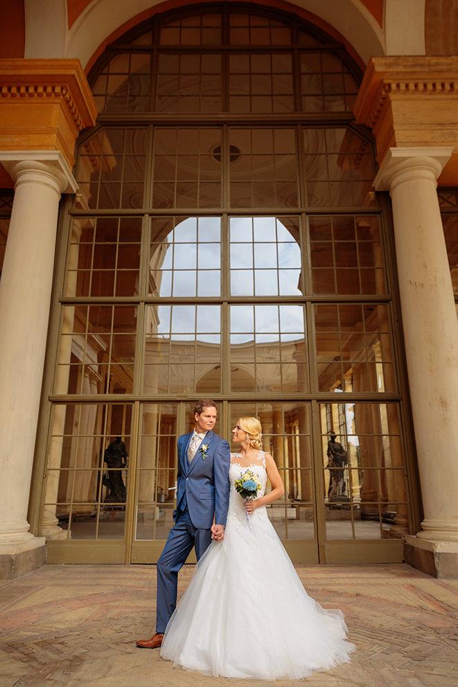 Brautpaar vor der Orangerie in Potsdam
