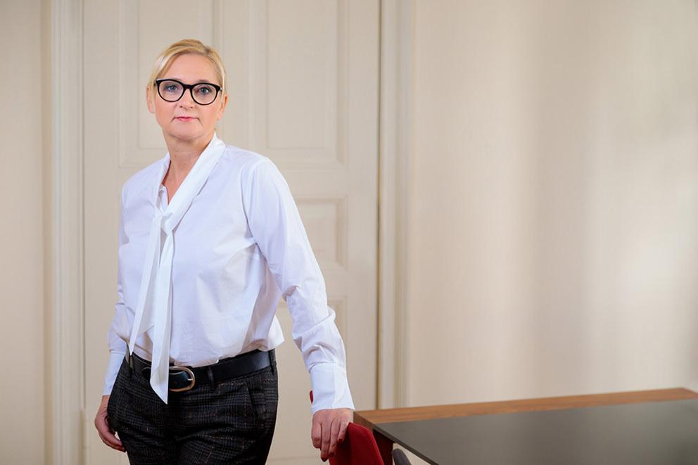 Businessfoto von Geschäftsfrau in ihrem Büro in Potsdam