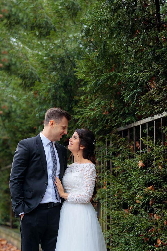 Brautpaar vor Tannen