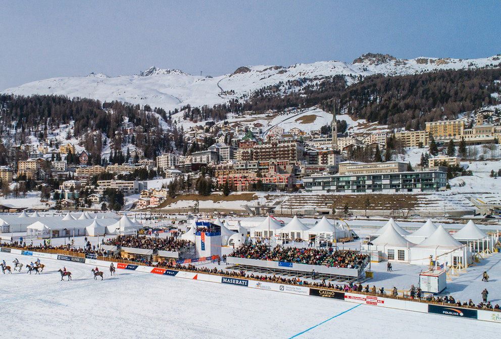 Luftbild der Innenstadt von St. Moritz in der Schweiz mit Drohne von Fotograf