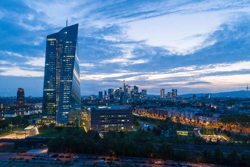 Die Skyline von Frankfurt mit der EZB in einem Drohnenfoto von Fotograf