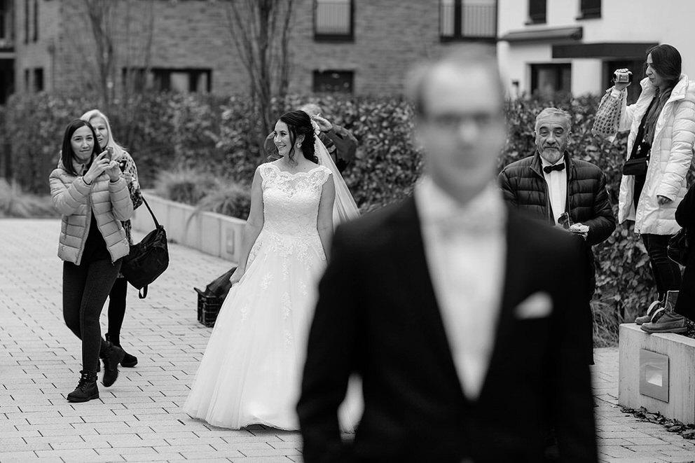 Die Braut kommt für einen First Look