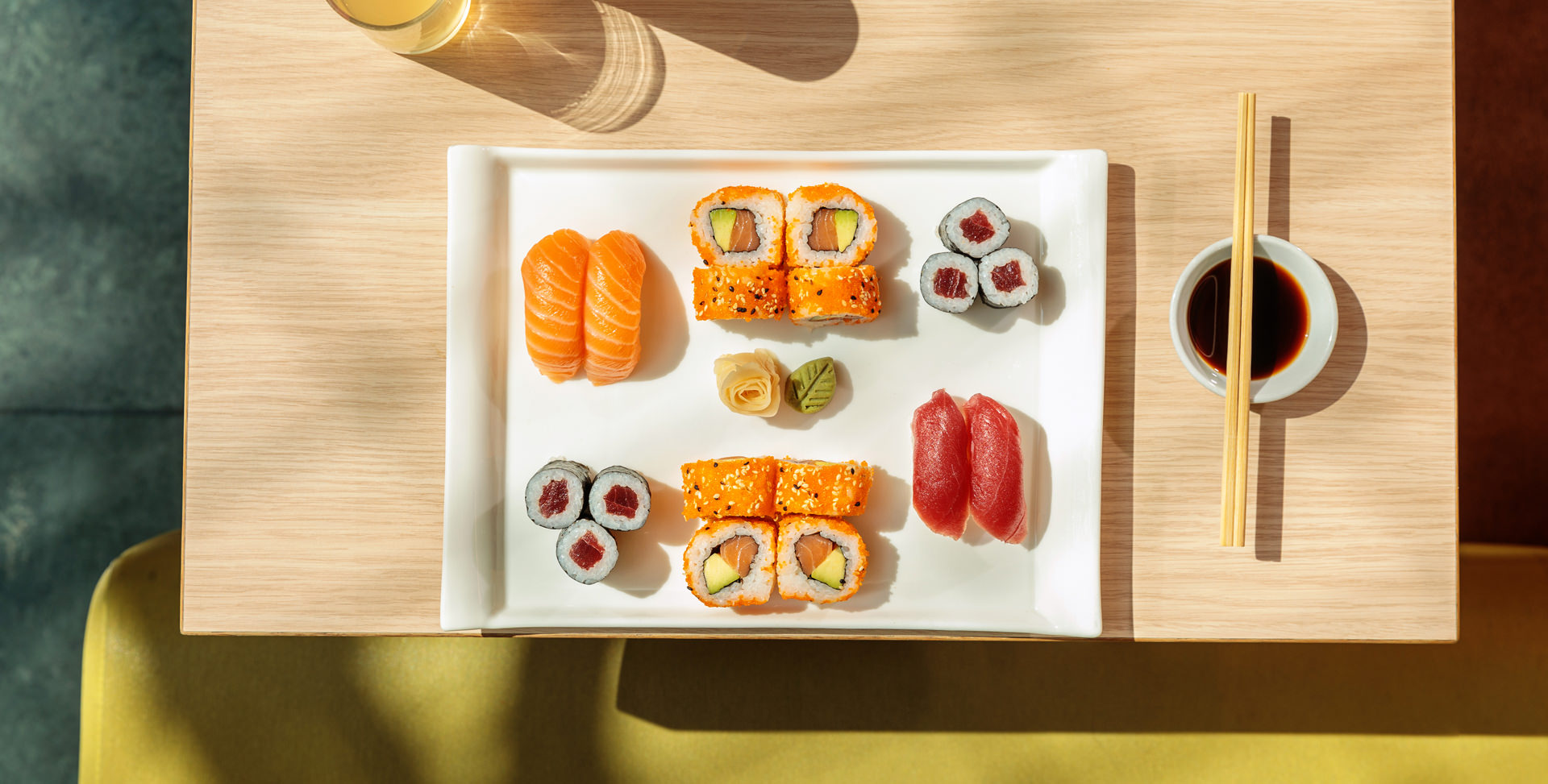 Sushi Teller auf Foodfoto in Shopping-Center