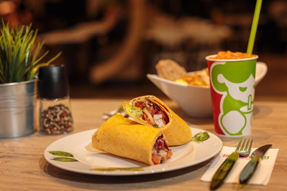 Wraps mit Getränk in Foto für Speisetafel