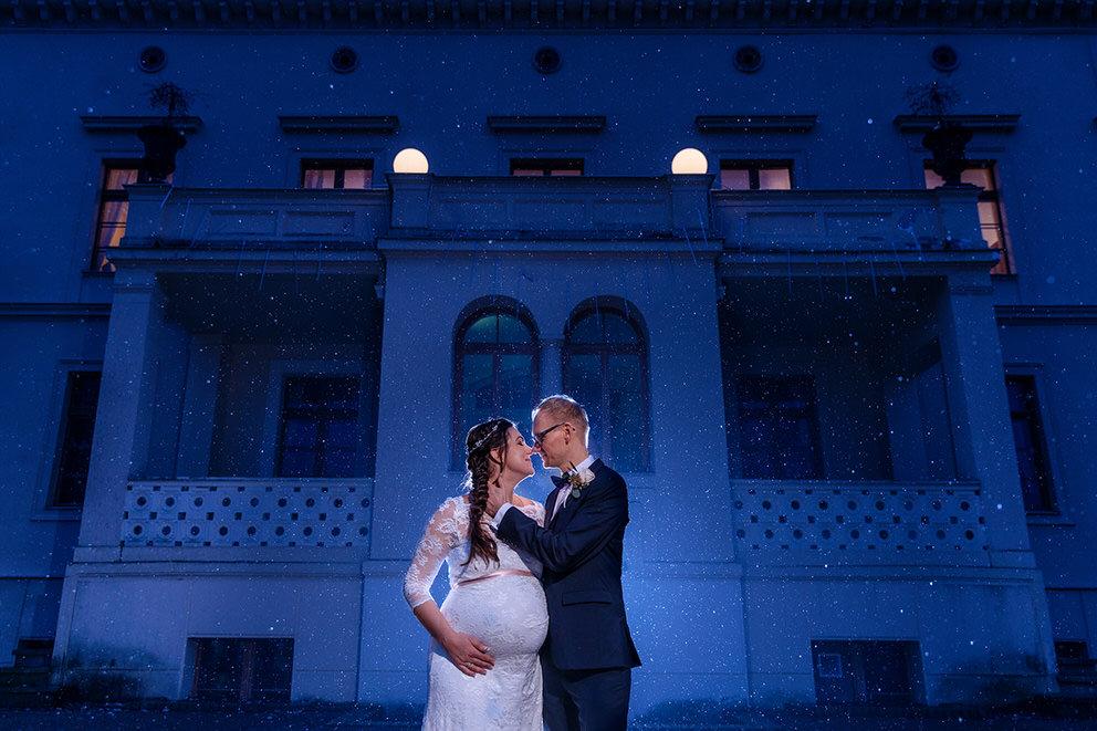 Hochzeitsfotos zur Blauen Stunde in der kalten Jahreszeit