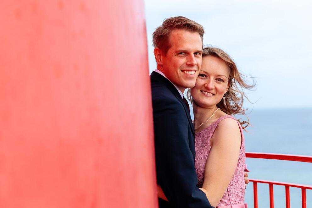 Brautpaar auf Leuchtturm