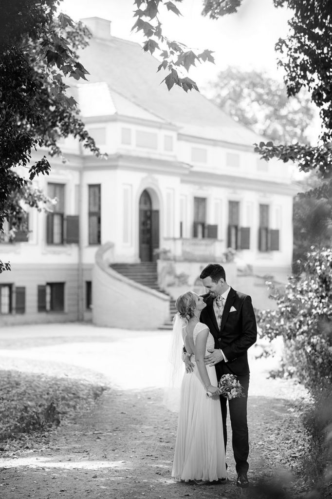 Brautpaar nach Trauung im Schlosspark Caputh