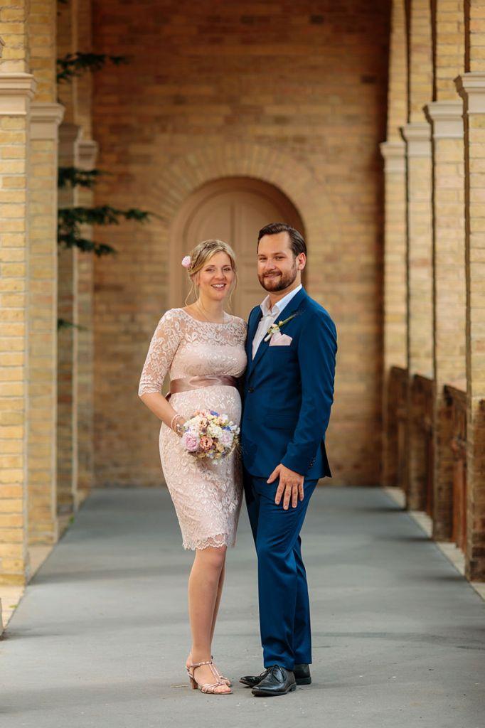 Brautpaar nach Trauung im Krongut Bornstedt