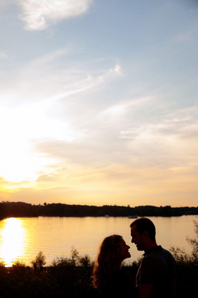 Babybauchshooting im Schlosspark Glienicke zum Sonnenuntergang