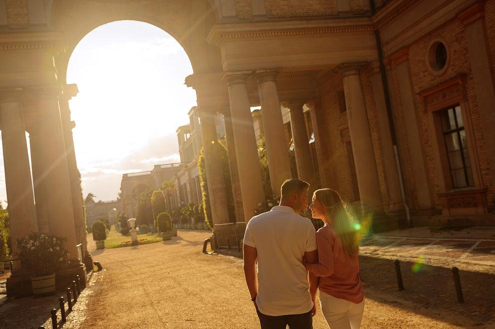 Spaziergang durch die Orangerie in Potsdam bei Sonnenuntergang