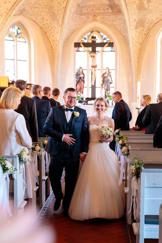 Brautpaar nach der kirchlichen Trauung in Hannover