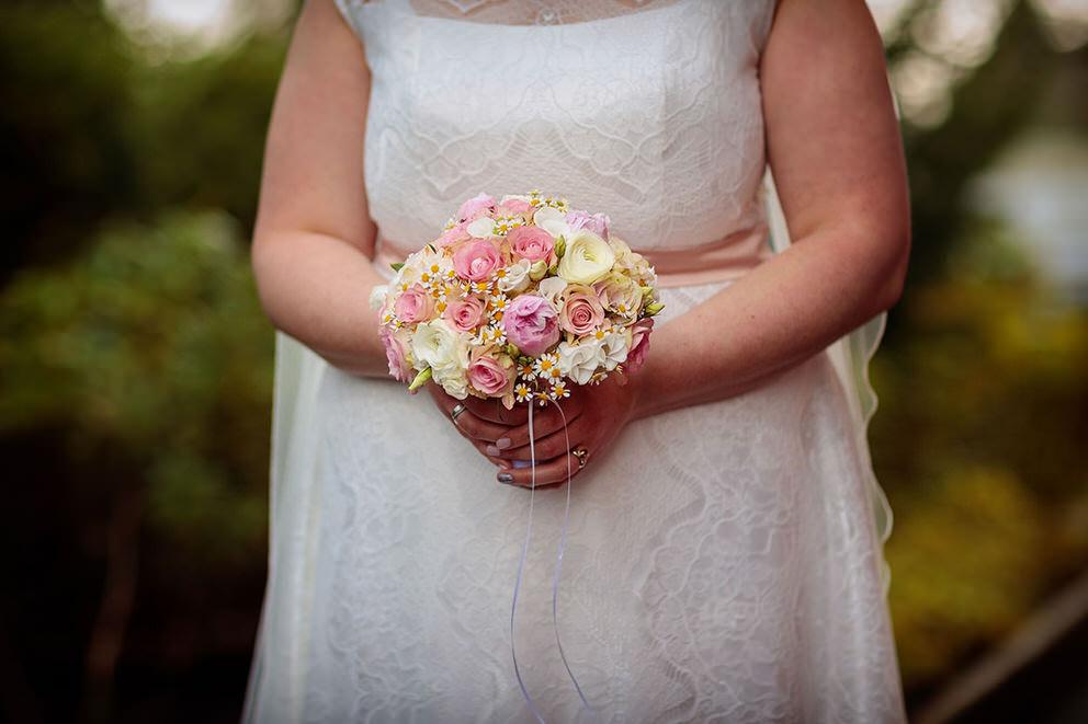 Kleiner Brautstrauss mit Rosen