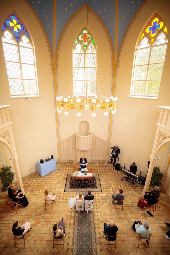 Hochzeit zu Corona in der Alte Neuendorfer Kirche Babelsberg