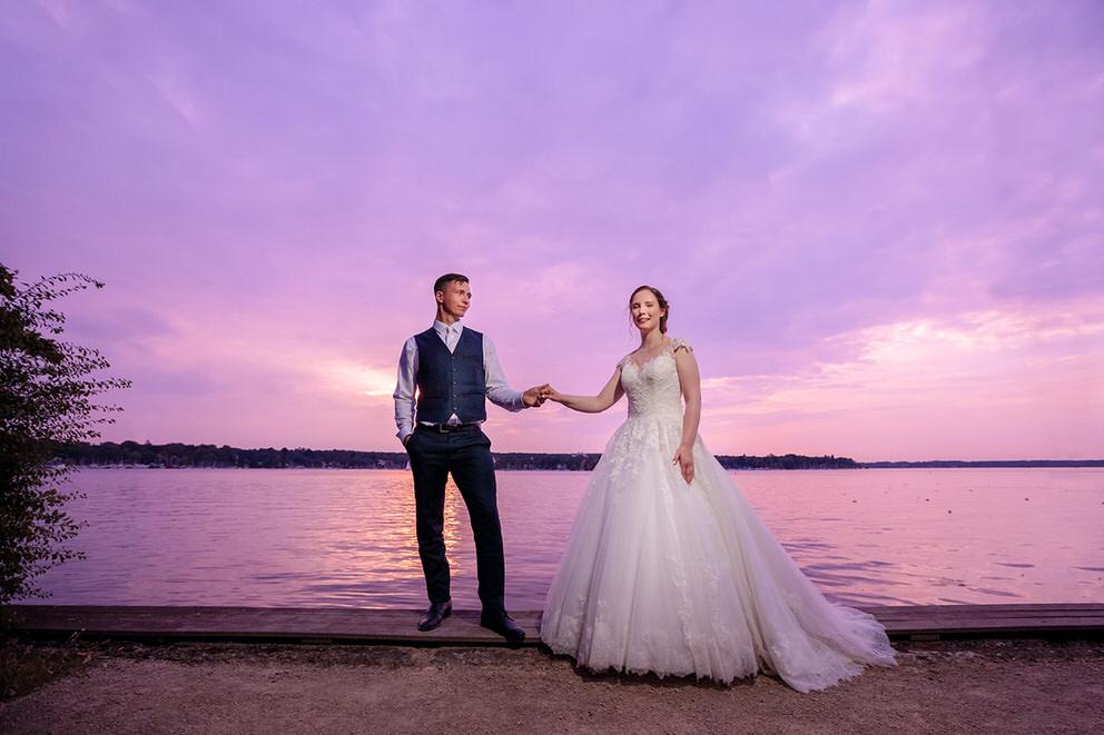 Brautpaarfotos zum Sonnenuntergang