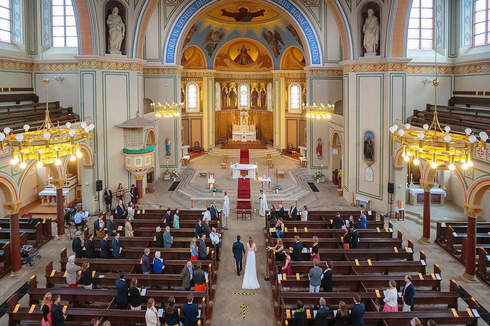 Trauung in der Kirche zur Corona Zeit
