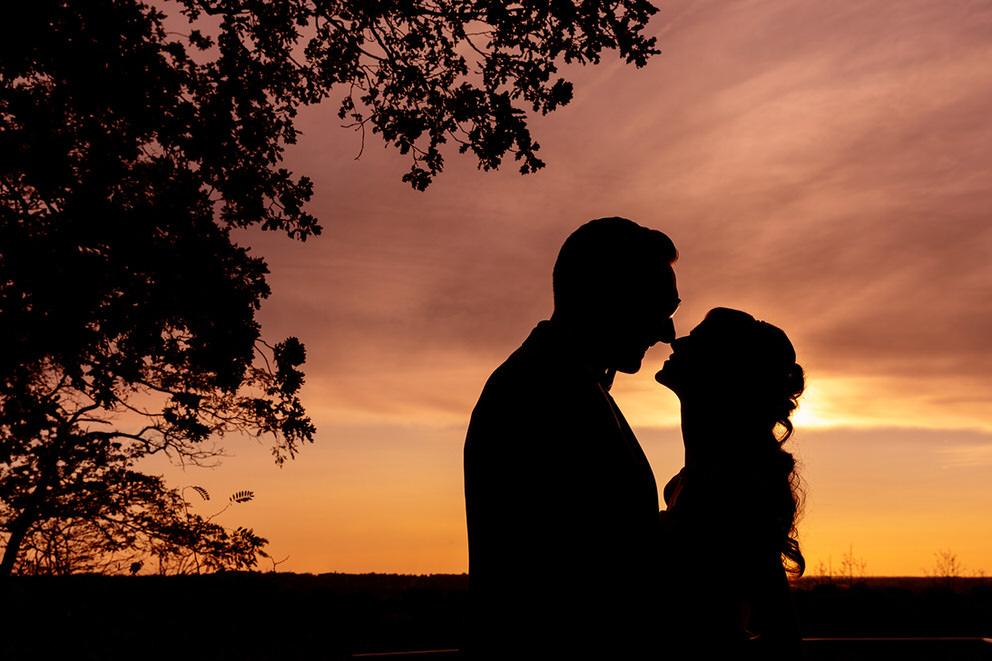 Paarfotos am Abend bei Sonnenuntergang