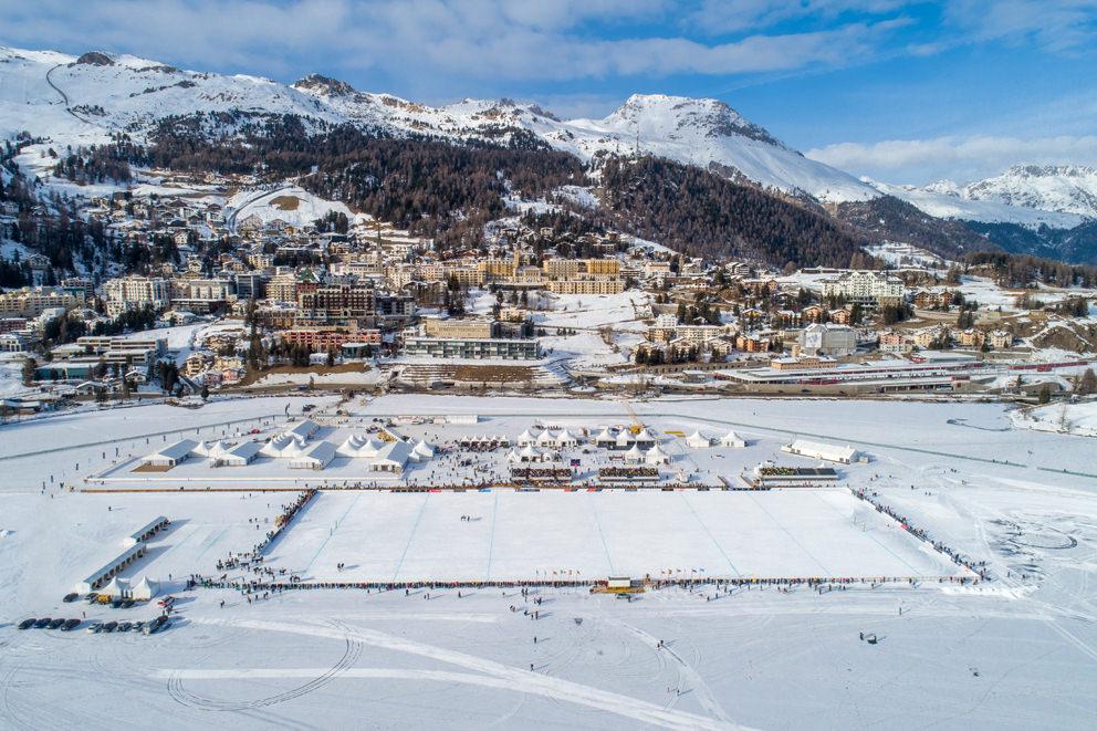 Snowpolo Turnier im Januar in St. Moritz im Winter mit Drohne in der Schweiz