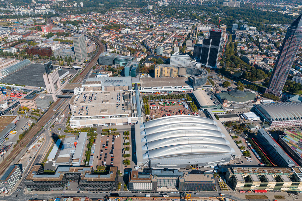 Luftbild Messegelände Frankfurt zur IAA 2019 aus einem Zeppelin NT