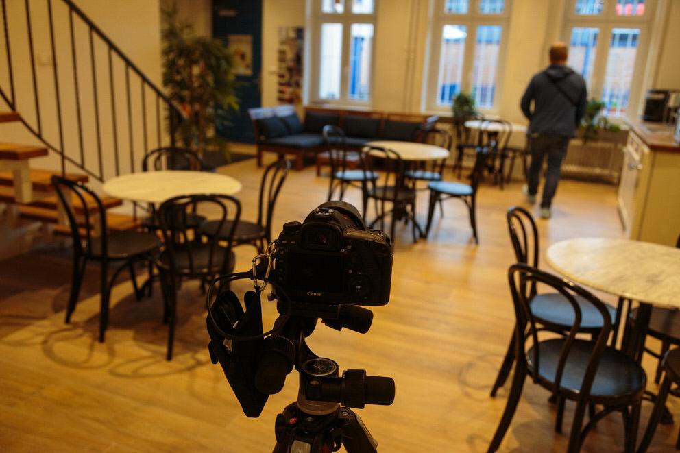 Unternehmensfotograf in Berlin fotografiert Aufenthaltsraum von Tanzschule