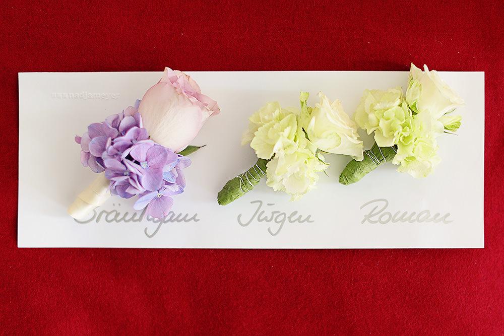 Ansteckblumen für den Bräutigam und Trauzeugen