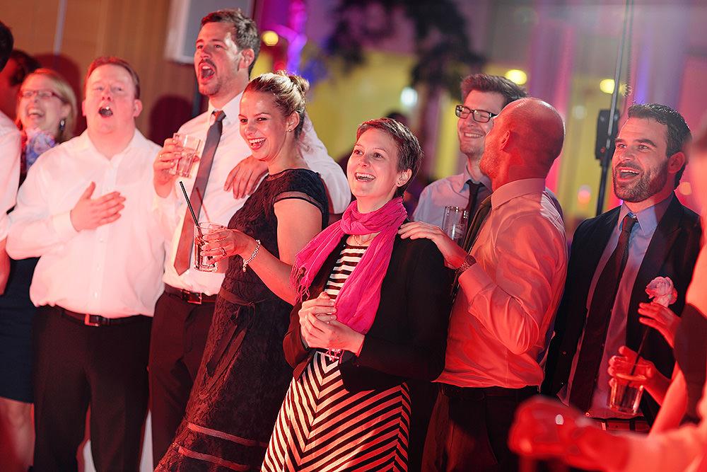Hochzeitsgäste bei Hochzeitsfeier im Kongresshotel Potsdam