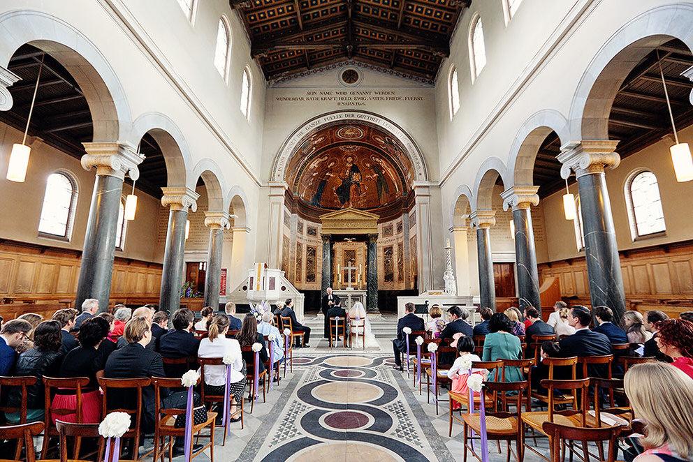 Blick in die Friedenskirche Potsdam während Trauung