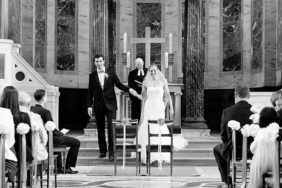 Brautpaar während der Trauung in der Friedenskirche