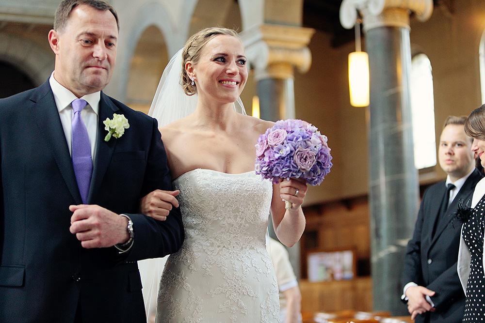 Einzug der Braut in der Friedenskirche mit ihrem Vater
