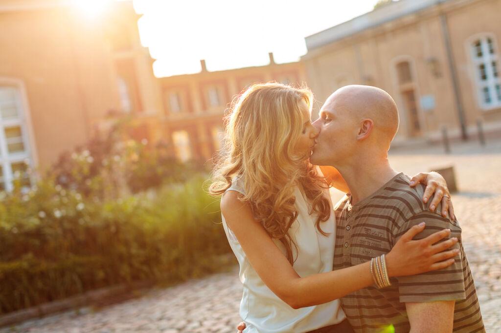 Verlobungsbilder bei Sonnenuntergang