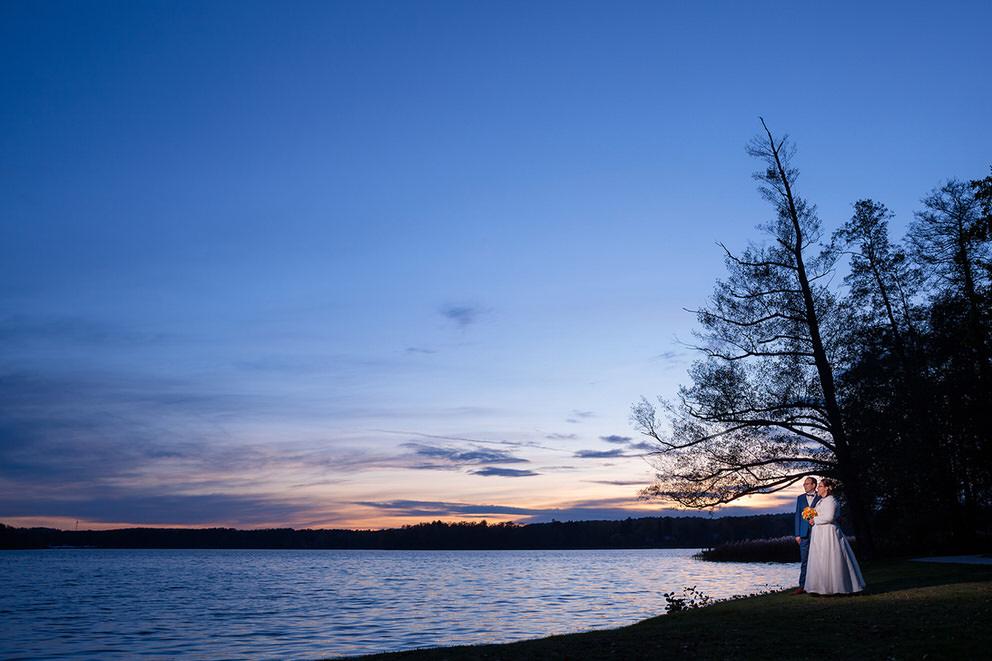Brautpaar am Ufer vom Scharmützelsee Bad Saarow