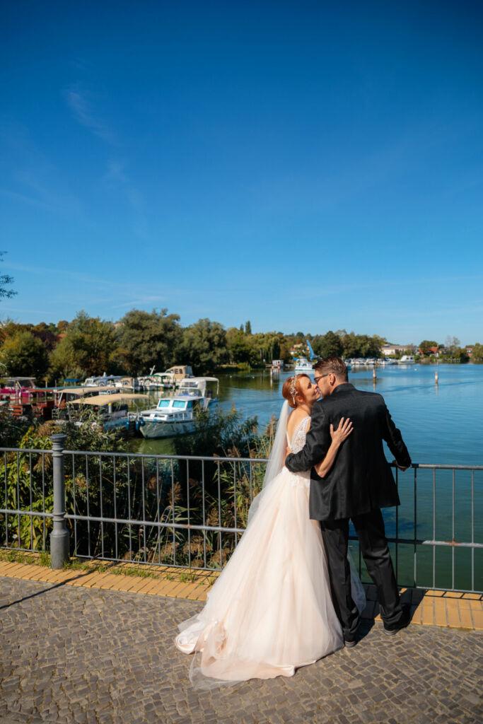 Brautpaar auf der Werder Insel nach Trauung